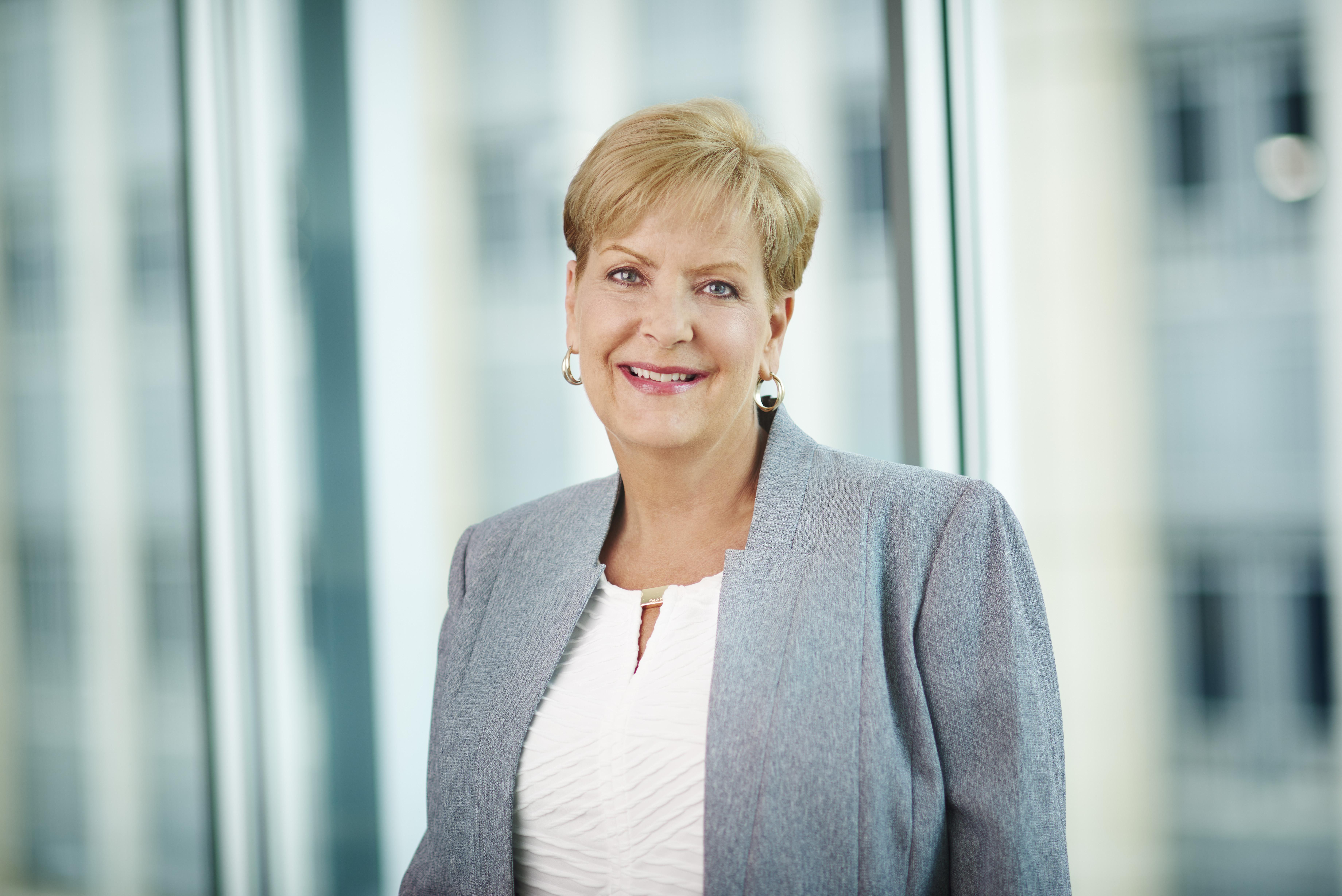 Cynthia Hundorfean30332crx