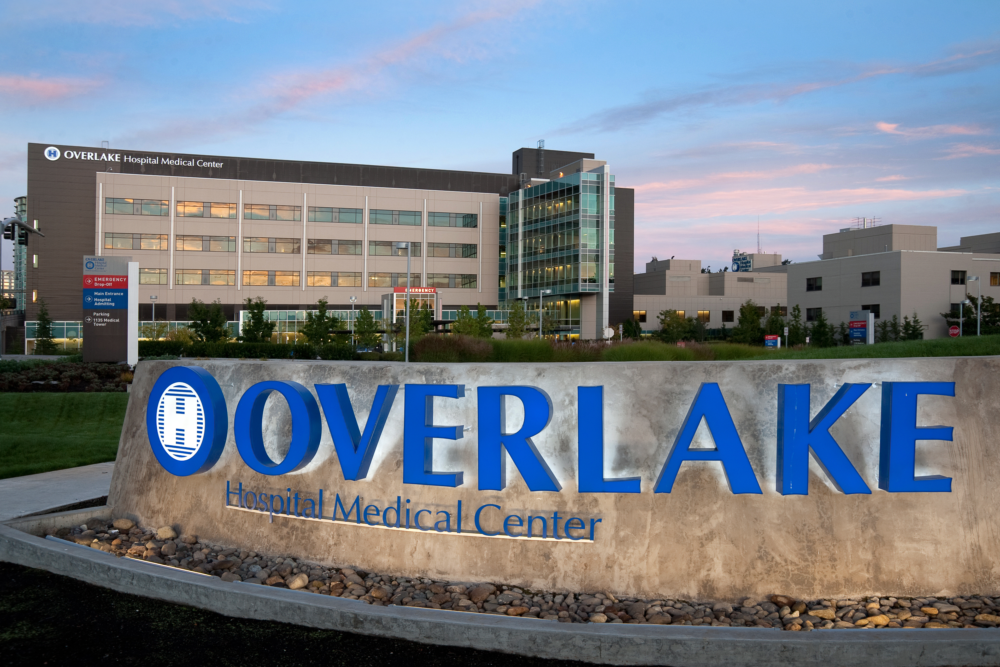 Overlake Hospital Medical Center (Bellevue, Wash.) | 100 hospitals and  health systems with great orthopedic programs 2017